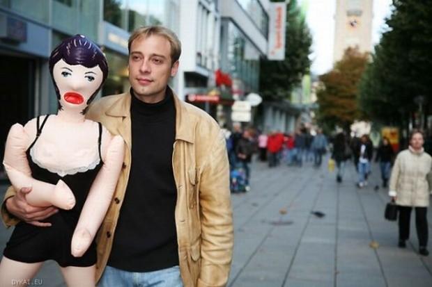 фото с резиновой куклой