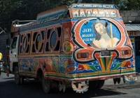 Rinkiniai: Unikaliai spalvintas viešasis transportas Haičio sostinėje
