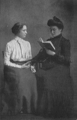 Helen Keller - skaito iš rankų