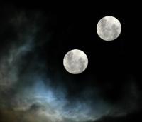 Du mėnuliai danguje visados pranašauja nelaimę