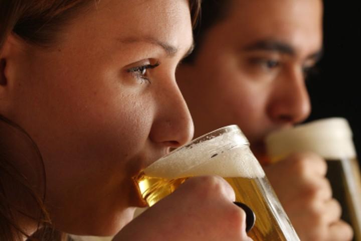 tekstai: Penkios priežastys, kodėl karštą vasaros dieną nederėtų vartoti alaus
