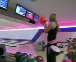 4. Neleiskite blondinių į boulingą!!!