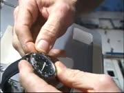 4. Kosmonautas Don Pettit taiso laikrodį