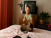 4. Katinas pabandė perkąsti gerklę savo skriaudikui