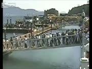 2. Kiek žmonių gali atlaikyti tiltelis