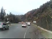 1. Sunkvežimiui leidžiantis nuo kalno atsisakė stabdžiai
