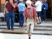 2. Seni krienai šoka pagal betkokią muziką