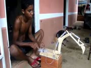 3. Narkomanų vaikai žaislus gaminasi iš švirkštų