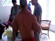 4. Anabolikų apsiėdęs brazilas