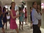 4. Kaip merginos privalo šokti per baliukus
