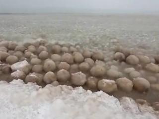 3. Ledo kamuoliai Mičigano ežere