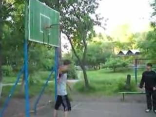 3. Feilas krepšinio aikštelėje