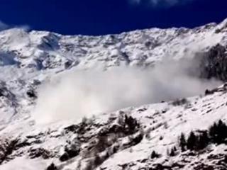 3. Sniego lavina vos nesugriovė kaimą