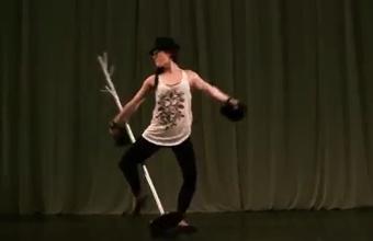 1. Žongliruojančios merginos šokis